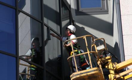 Pulizia vetri e vetrate a specchio